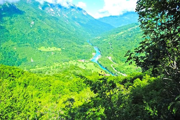 Malerische flüsse und seen in montenegro