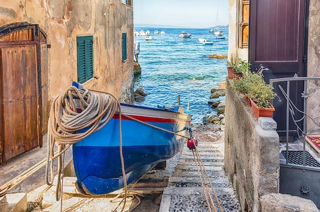 Malerische straßen und gassen im küstenort chianalea, fraktion von scilla, kalabrien, italien