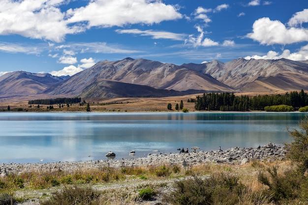 Malerischer blick auf den farbenfrohen lake tekapo