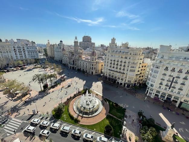 Malerischer blick auf valencia mit plaza del ayuntamiento spanien