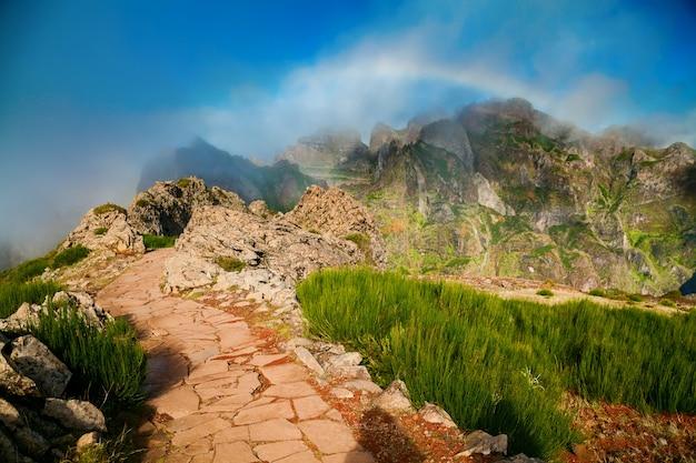 Malerischer fußweg am pico do arieiro
