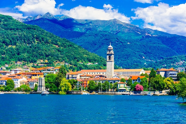 Malerischer see lago maggiore. blick auf die charmante stadt pallanza. norditalien