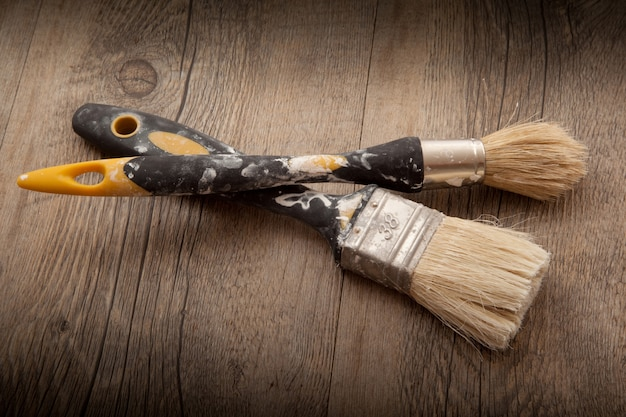 Malerwerkzeuge auf holz