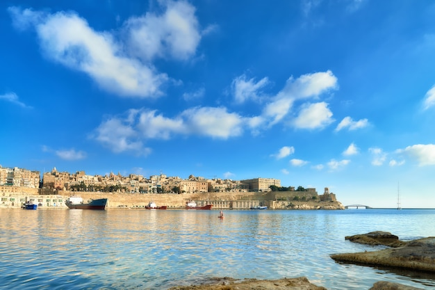 Malta, blick auf valletta mit seiner traditionellen architektur