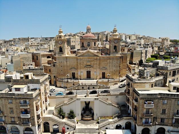 Malta von oben. neue sichtweise für ihre augen. schöner und einzigartiger ort namens malta. zum ausruhen, erkunden und abenteuer. muss für alle sehen. europa, insel im mittelmeer.
