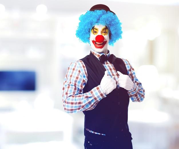 Man gemalt clown