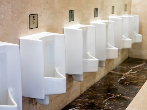 Man's toilettenansicht in bandung, indonesien