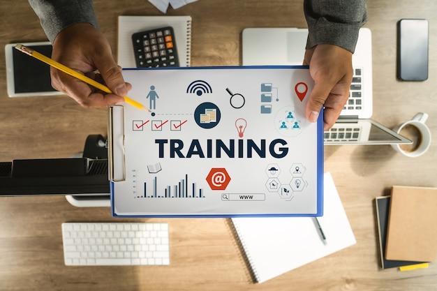Man training business skilled expert produktivität und wissenstraining e-learning