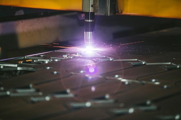 Management von lasergeräten und herstellung von metallstrukturen und -maschinen