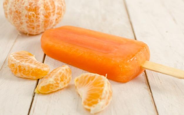 Mandarine eis am stiel mit mandarine
