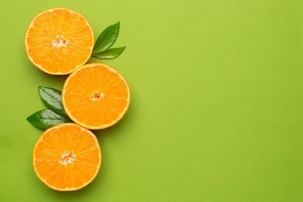 Mandarine, frucht flatlay, sommerliche minimalkomposition mit copyspace