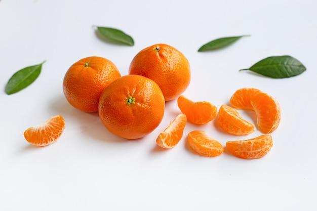 Mandarine-orange weißer hintergrund