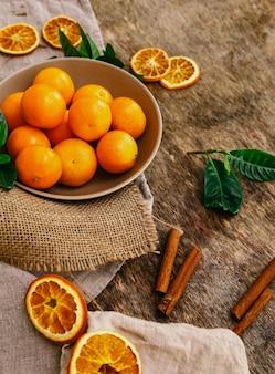 Mandarinen auf dem tisch