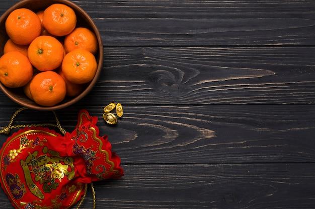 Mandarinen und geldbeutel