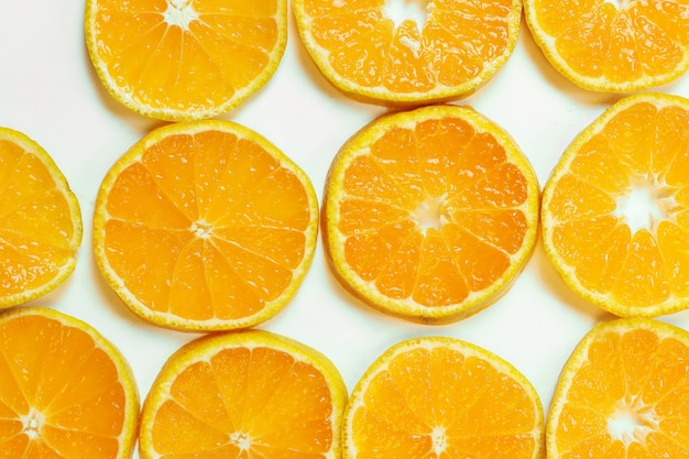 Mandarinenfrucht-isolat weiß