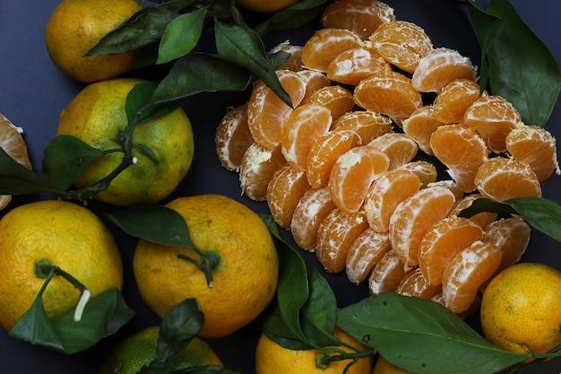 Mandarinenfruchtisolat schwarz
