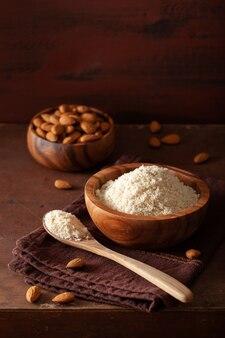 Mandelmehl. gesunde zutat für eine glutenfreie keto-paläo-diät
