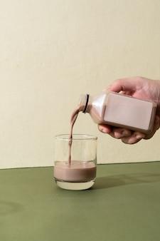 Mandelmilch und mandelschokoladenmilchflasche