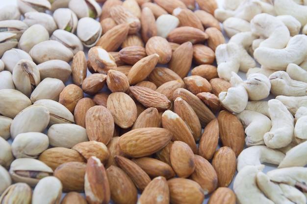 Mandeln, cashewnüsse und pistazien