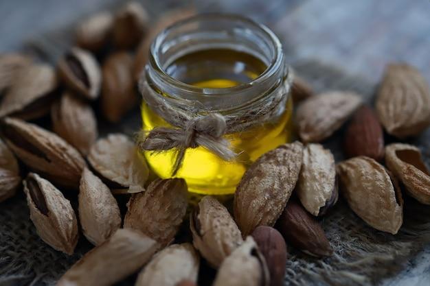 Mandelöl im glas mandeln in schalen