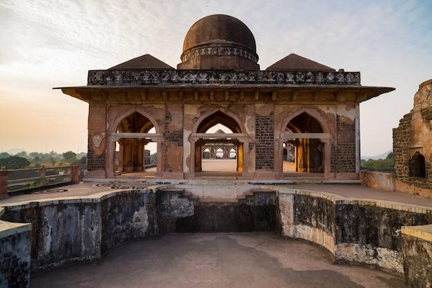 Mandu india, afghanische ruinen des islamischen königreichs