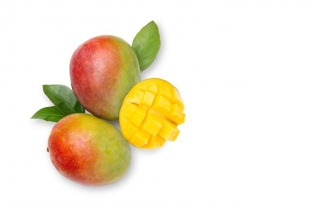 Mango. frische, helle früchte. flache lage. draufsicht.
