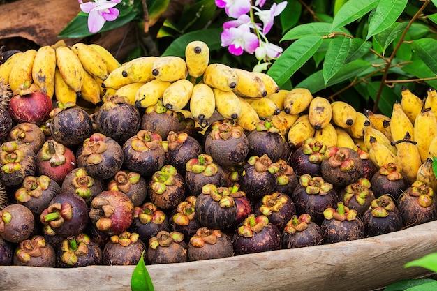 Mangostan und banane