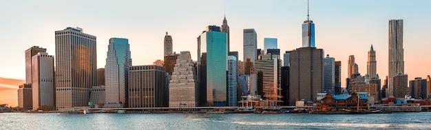 Manhattan. abends new york city skyline panorama