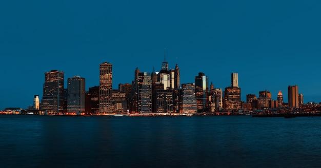 Manhattan. am frühen morgen new york city skyline