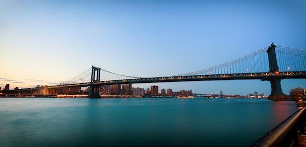 Manhattan bridge bei sonnenuntergang
