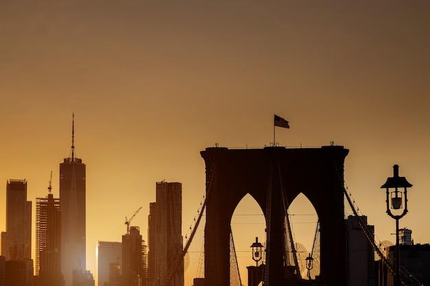 Manhattan skyline bei sonnenuntergang