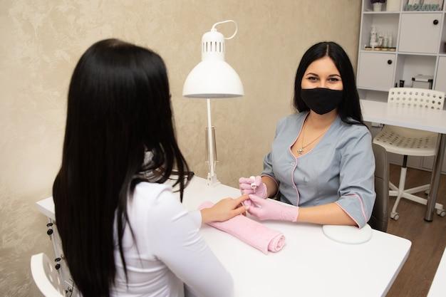 Maniküre nagellack rosa farbe