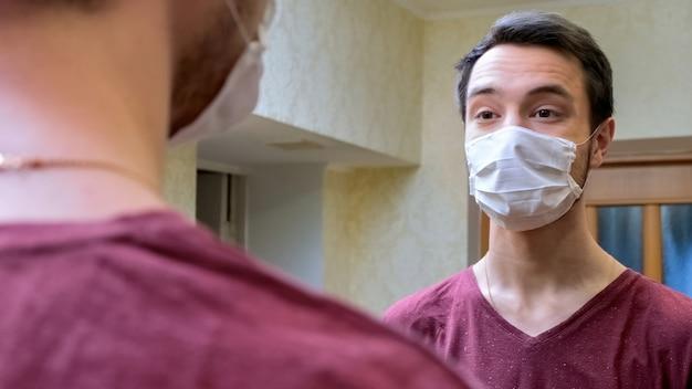 Mann auf isolation in maske