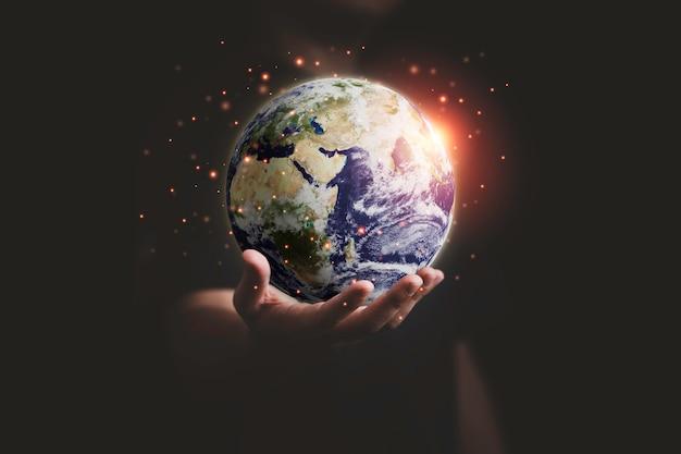 Mann, der den planeten für den tag der erde mit der hand hält und das energieumweltkonzept spart, element dieses bildes von der nasa und 3d-rendering.