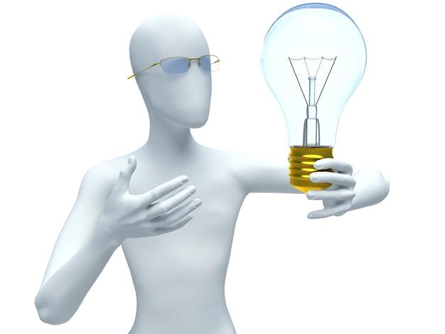 Mann, der eine glühbirne beim denken hält