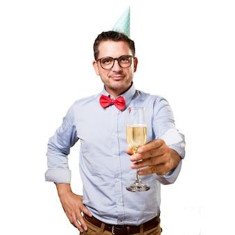 Mann, der eine rote fliege und partei-hut trägt. mit einem champagner gl
