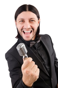 Mann, der im karaoke-club singt