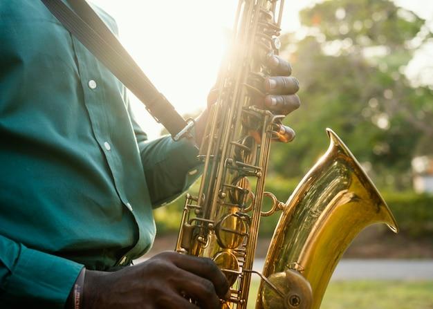 Mann, der internationalen jazz-tag feiert Kostenlose Fotos