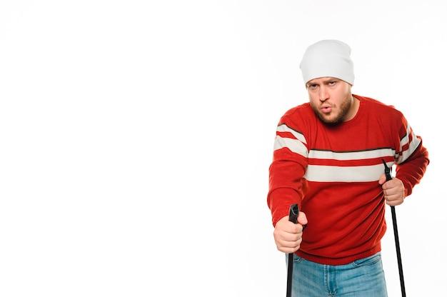 Mann, der zum wintersport fertig wird