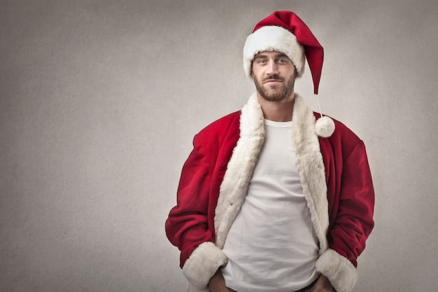Mann gekleidet wie der weihnachtsmann
