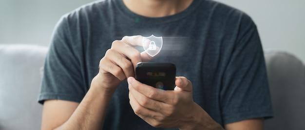 Mann hand touch auf virtuellem bildschirm vorhängeschloss symbol datenschutz informationen datenschutz cybersecurity