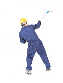 Mann im einheitlichen griffmopp für das reinigen des glasfensters mit beschneidungspfad