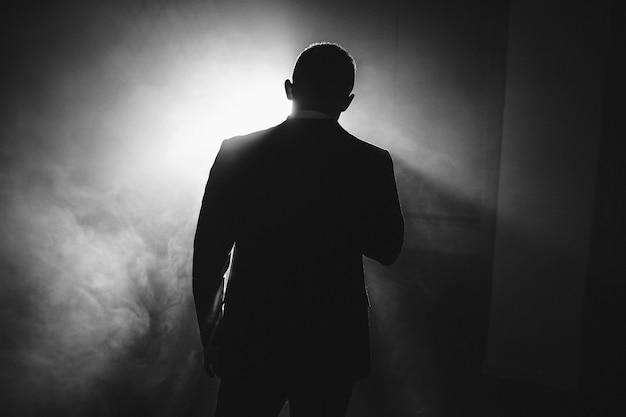 Mann im rampenlicht