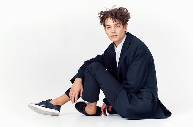 Mann in anzug modernen stil selbstvertrauen mode