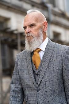 Mann in formeller kleidung porträt