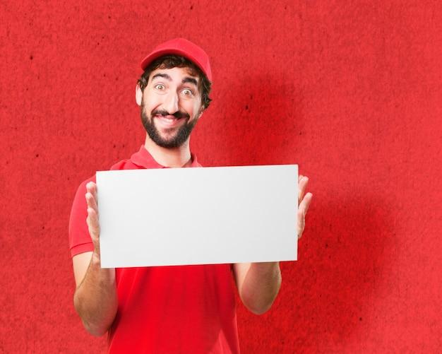 Mann in rot mit einem plakat