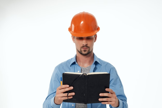 Mann ingenieur blaupausen baumeister arbeitsberuf