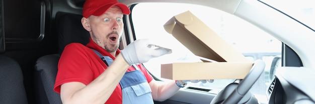 Mann kurier stiehlt digitale tablette aus der box im auto