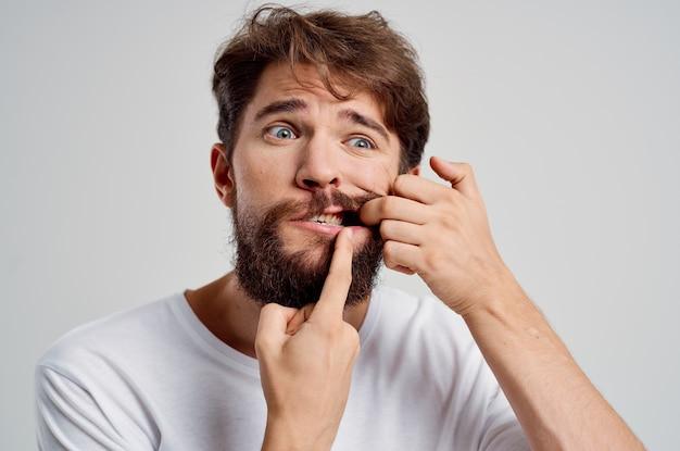 Mann medizin zahnschmerzen und gesundheitsprobleme heller hintergrund