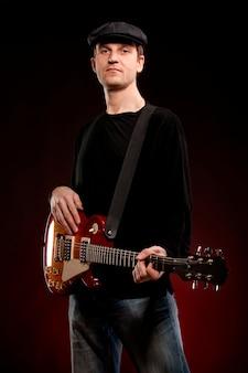 Mann mit einer gitarre